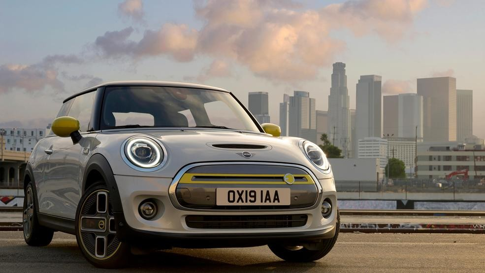 First all-electric Mini Cooper SE debuts: 181 horsepower