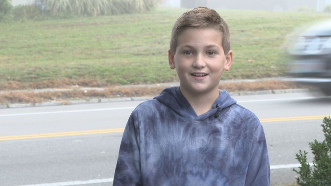Swansea boy wakes up early to spread kindness before bus stop | WPDE