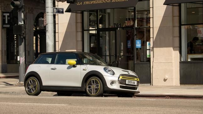First all-electric Mini Cooper SE debuts: 181 horsepower, about 114